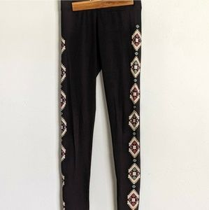 46d81e5829 Aeropostale. AE Black diamond patterned leggings ...